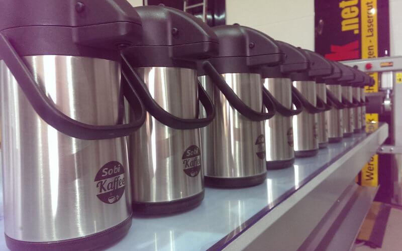 Lasergravur auf Edelstahl-Kaffeekanne